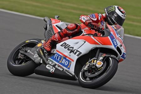 Los favoritos sufren falta de previsión: Rossi y Pedrosa a la Q1, Dovizioso y Lorenzo se pierden con la Ducati