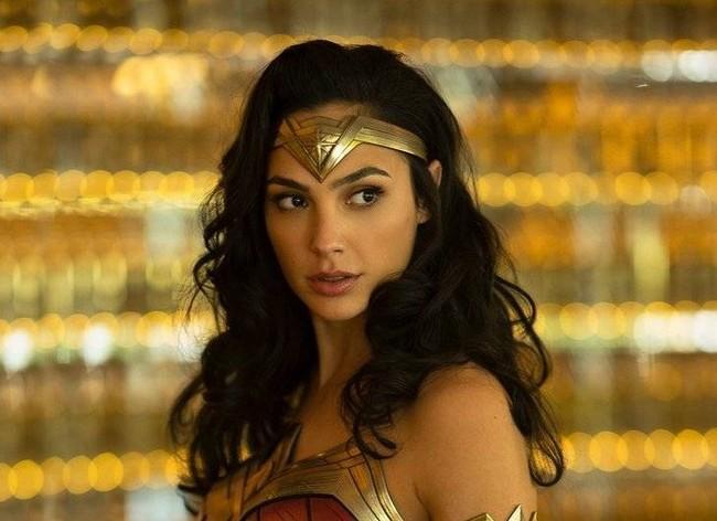 Gal Gadot ya presume de traje de superheroína en el primer vistazo a «Wonder Woman 1984»
