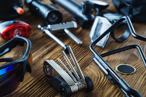 Estas son las herramientas imprescindibles que debes llevar en tu bici