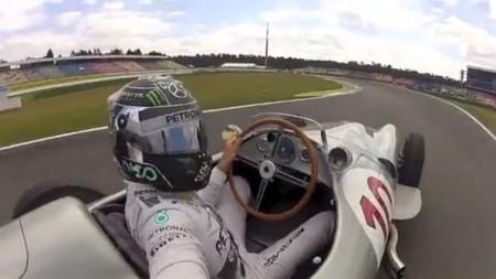 Nico Rosberg y su selfie al volante del Mercedes W196