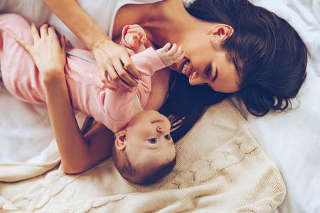 Saber cómo evoluciona la piel de tu bebé te permitirá cuidarla a cada momento