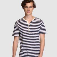 La camiseta de estilo Henley tiene que ser a rayas y degradé