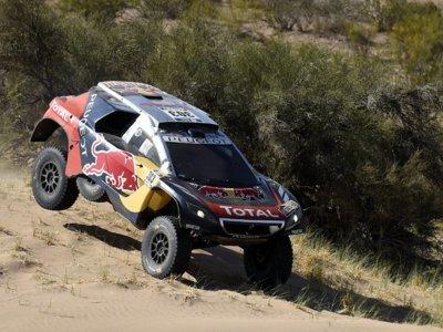 ¡Victoria y liderato del Dakar para Carlos Sainz!