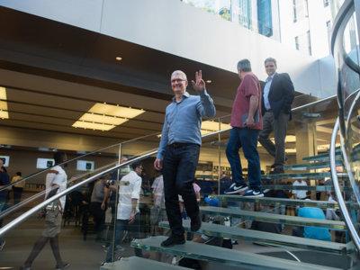 Tim Cook celebra la Super Bowl con una foto... borrosa
