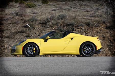 A prueba el Alfa Romeo 4C Spider, 240 caballos para 940 kilos de Ferrari en miniatura