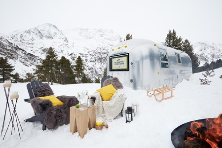 """Esta experiencia """"glamping"""" mezcla un entorno de nieve al más puro estilo de Laponia con el """"road trip"""" estadounidense"""