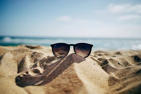 De Zara, de Bershka, del mercadillo… ¿nos protegen estas gafas de sol tan bien como las de las ópticas?
