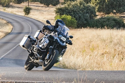 Probamos la BMW R 1250 GS Adventure: una moto con 136 CV para viajeros incansables