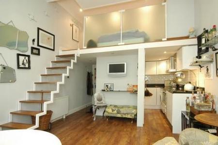 Una buena idea aligerar la escalera en un d plex peque o - Como subir muebles por escalera caracol ...