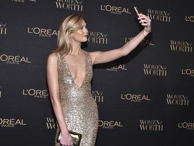 Karlie Kloss brilla en los premios L'Oréal Women of Worth 2016 dejando atrás a Blake Lively y Eva Longoria