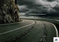 Subaru Impreza STI, destroza la carretera
