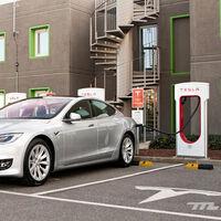 Ha subido tanto la luz, que hay horas en las que es más barato cargar en un Supercargador de Tesla que en casa