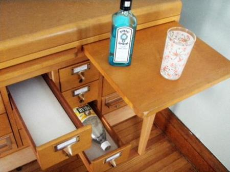 Dónde guardar las botellas en un tarjetero.