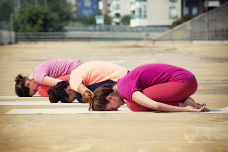 posturas-faciles-comenzar-yoga