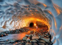 Las extrañas estructuras en una cueva bajo los volcanes de Kamchatka