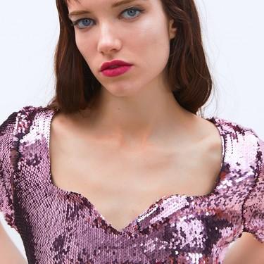 Siete vestidos de fiesta repletos de lentejuelas y flecos que es un milagro que sigan en las rebajas de Zara