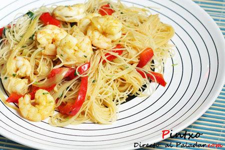 Noodles de arroz y langostinos
