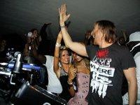 Anda que se lo ha pasado poco bien Paris Hilton en Ibiza