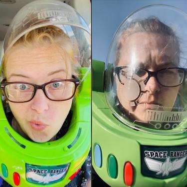 """La peculiar """"mascarilla"""" de una madre para salir a hacer las compras durante la cuarentena: un casco de Buzz Lightyear"""
