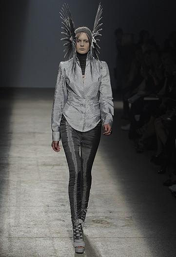 Foto de Gareth Pugh, Primavera-Verano 2010 en la Semana de la Moda de París (9/17)