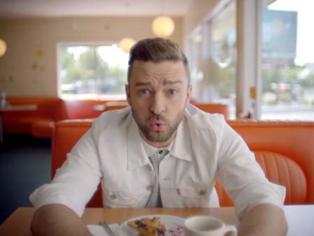 Justin Timberlake muestra cómo llevar blanco total en primavera con su nuevo video