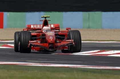 Raikkonen y Ferrari resucitan en Magny Cours