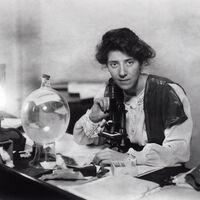 Marie Stopes, la sufragista que introdujo el condón femenino... Y que quería la eugenesia para los pobres