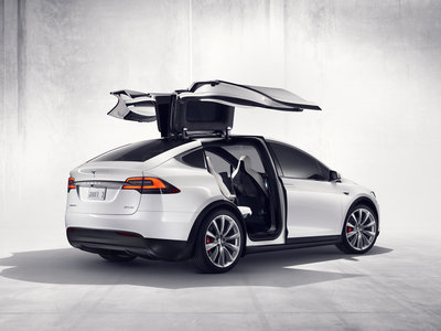 Tesla abrirá una Pop-Up store en Barcelona y sigue desarrollando su red de carga en España