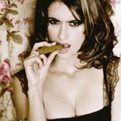 Foto 1 de 12 de la galería penelope-cruz-fumandose-un-puro en Poprosa
