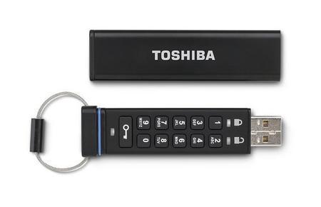 Teclea el NIP correcto en esta memoria USB de Toshiba, sino la información se eliminará