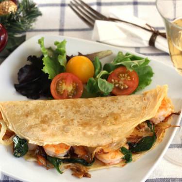 Crêpes con langostinos, espinacas y aceite de albahaca, receta de entrante navideño