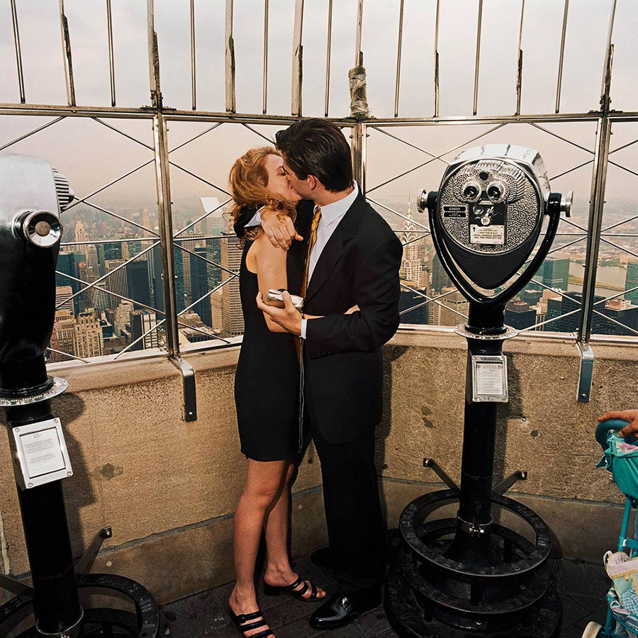 Kissing Couple Atop Empire State Building Nyc