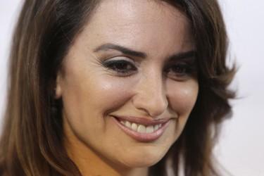 Primeras imágenes de Penélope Cruz caracterizada como Donatella Versace