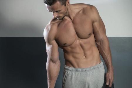 Tres intensos y efectivos ejercicios para trabajar tus oblicuos