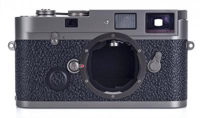 Si tienes 40.000 dólares esta bonita Leica MP de titanio puede ser tuya