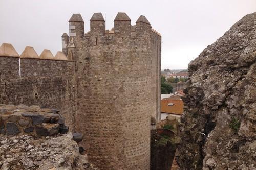 El castillo de Serpa en el Alentejo portugués