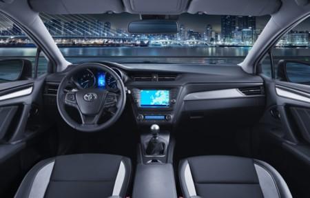 Toyota Avensis 2015 650 06