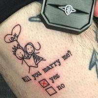 Los tatuajes son para siempre, y esta romántica proposición de matrimonio quiere demostrarnos que el amor también