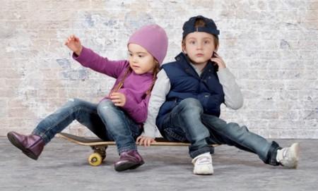 Fabrica un monopatín con sidecar para salir a practicar con su hijo