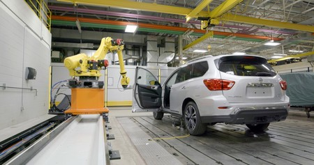 """""""Rosie"""", el robot de Nissan que abre y cierra puertas cada seis segundos"""