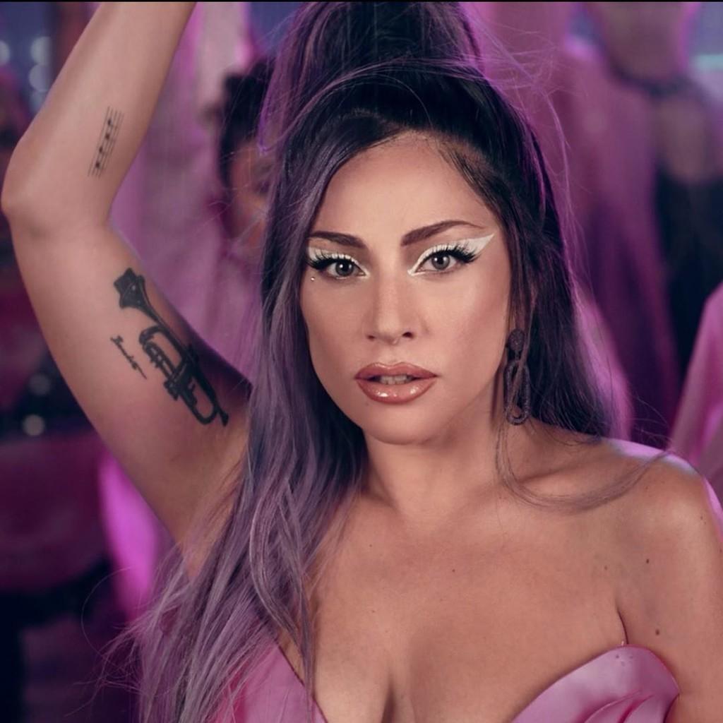 Lady Gaga y Ariana Grande nos dejan los maquillajes mas alucinantes del instante en el videoclip de  Rain On Me
