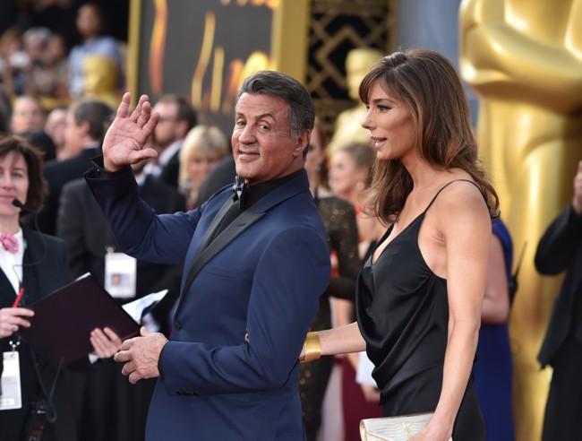 Stallone y su esposa en la alfombra roja de los Oscars