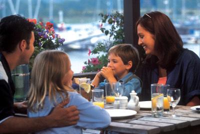 Comer en familia mejora la calidad de la dieta
