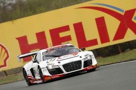 El Belgian Audi Club WRT manda en Nogaro a pesar de Sébastien Loeb