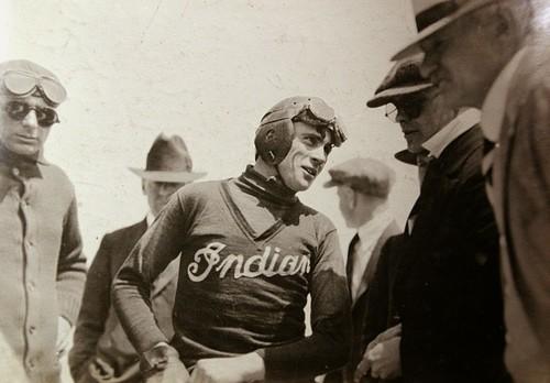 Así vivió y murió Gene Walker, el cartero adicto a la velocidad y a los récords de principios del siglo XX
