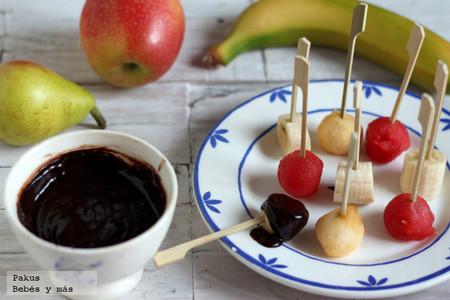Recetas de verano para hacer con peques: fondue de chocolate y frutas