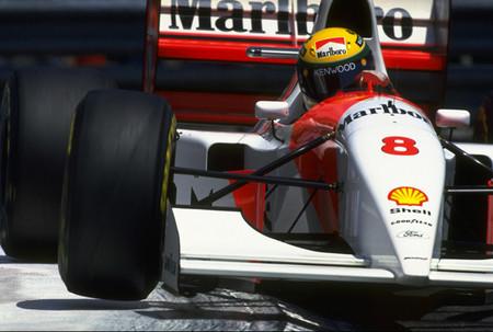 Una vuelta al circuito urbano de Montecarlo con: Ayrton Senna