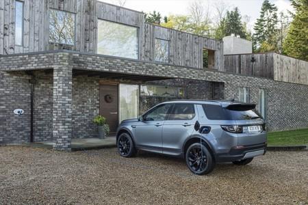 Range Rover Evoque PHEV: el nuevo SUV híbrido enchufable de Land Rover llega con 309 CV y alcanza los 135 km/h en modo eléctrico