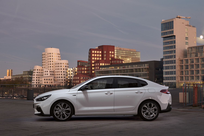Foto de Hyundai i30 Fastback N-Line (1/23)