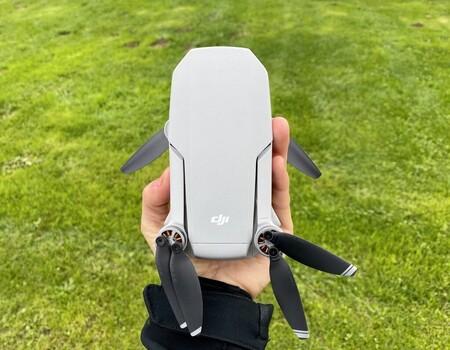 Vídeo Quad HD y hasta dos kilómetros de acción: el dron DJI Mavic Mini Combo de oferta en Amazon a 359 euros, su mínimo histórico